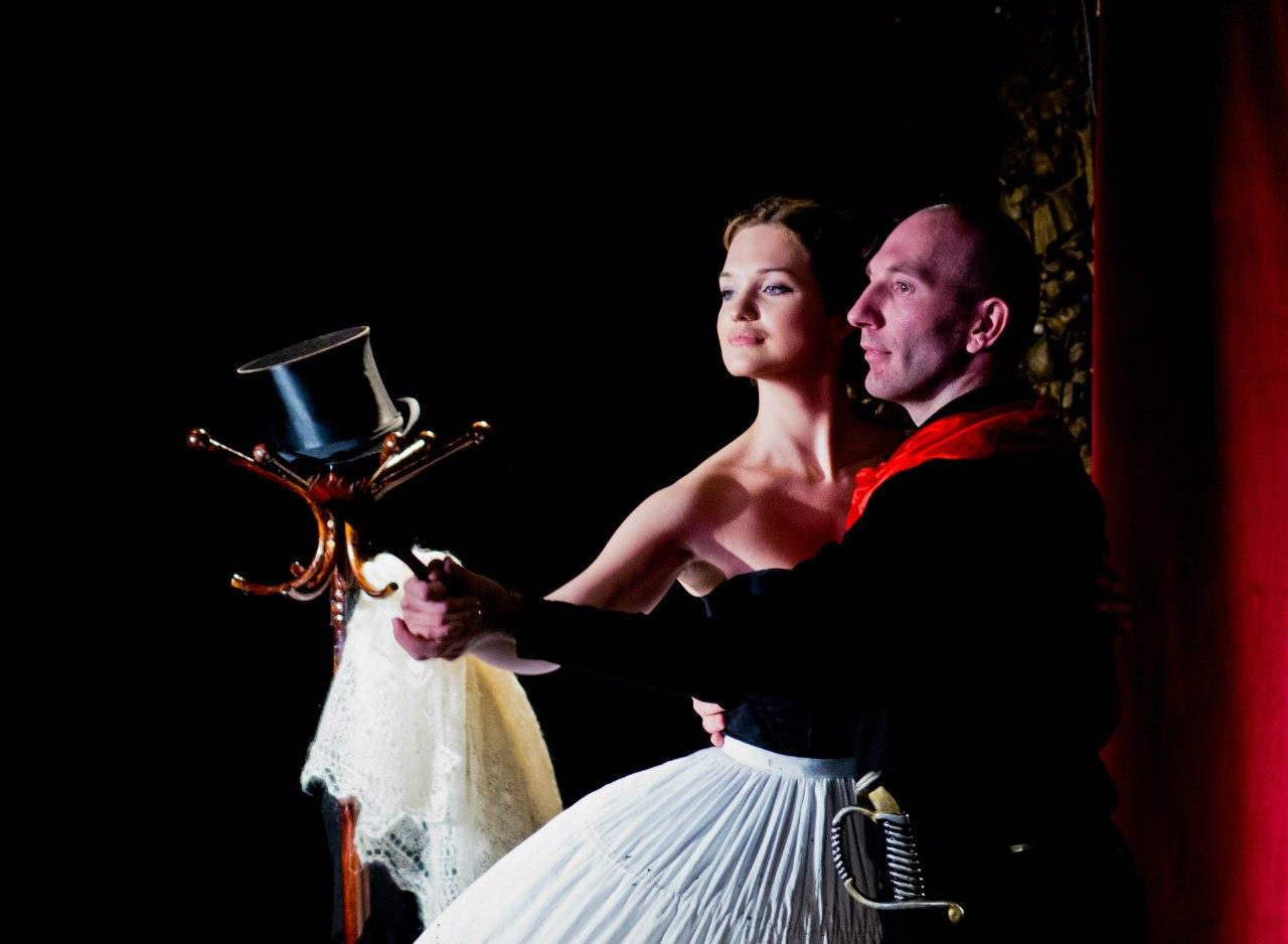 В Вашем репертуаре были и есть современные пьесы, которые становились хитами театральных сезонов.