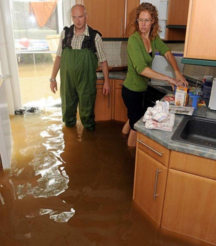 квартиранты затопили соседей кто должен платить