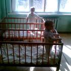 В Мокшане мать-кукушка бросила четверых детей в больнице, а отец топил их вещами печь