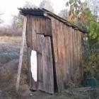 Трое жителей поселка Октябрьского погибли в деревянном туалете