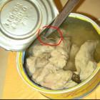 Жительница Пензы обнаружила червя в рыбных консервах