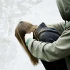 В Пензе парень изнасиловал и ограбил несовершеннолетнюю в подъезде