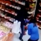 Безжалостный подросток изрезал двоих продавщиц в супермаркете