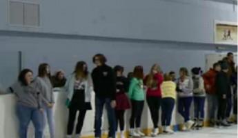 В Пензе на ледовой дискотеке собрались более 300 школьников