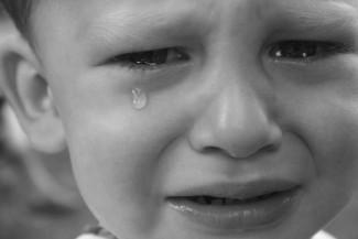 Соцсети: В Пензе мать и отец жестоко обращались с ребенком возле магазина