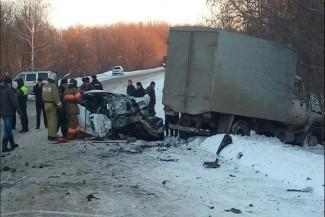 Появились фото с места аварии в Пензенской области, в которой погибли трое мужчин