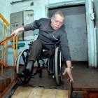 В Арбеково инвалид разбил голову, спускаясь по лестнице