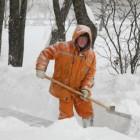 Глава администрации Виктор Кувайцев приказал чистить снег во дворах более тщательно