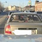 Пензенская модница-автомобилистка провела время с пользой, ожидая зеленый светофор