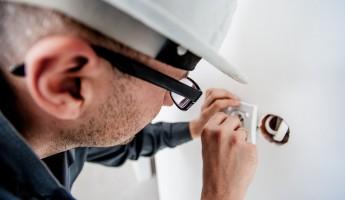 В Пензенской области за некомпетентность электрик заплатит женщине более 1 млн. руб