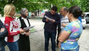 «Вы решаете, что здесь будет, а мы готовим документы». Жители трех районов поговорили с Гришиным о ремонте своих дворов
