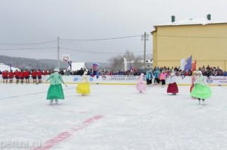Иван Белозерцев рассказал в Твиттере, как сыграл в хоккей с городищенскими школьниками
