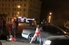В Пензе на площади Ленина девушка сняла юбку и станцевала стриптиз под трек Скриптонита