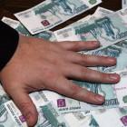 В Пензе молодой мужчина ловко «обчистил» продавщицу магазина на десятки тысяч и гаджет