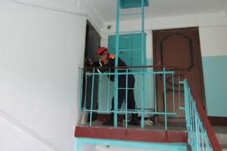 В Пензе женщина «под психотропными веществами» заперлась в квартире с маленькими детьми