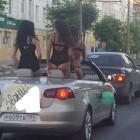 Водители в шоке. По улицам Пензы в кабриолете проехались полуголые красотки