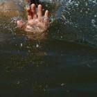 В микрорайоне Заря в пруду обнаружено тело подростка