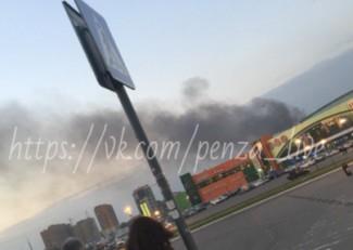 В соцсетях пензенцы сообщили о крупном пожаре рядом с ТЦ «Коллаж»