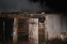 Ранним утром пылающую баню в Кузнецке тушили 13 пожарных