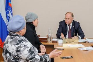 Вадим Супиков решает проблемные вопросы жителей избирательного округа № 1