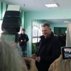 Космонавт Александр Самокутяев проголосовал на президентских выборах в школе №56