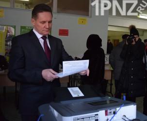 Виктор Кувайцев проголосовал за лучшее будущее детей и внуков (ВИДЕО)