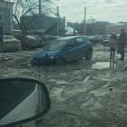 """На одной из центральных улиц Пензы автомобиль """"ушел"""" под воду"""