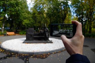 Памятник токарю в Пензе стал «живым»