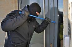 Ломились в открытую дверь: зареченские грабители забрались через окно в открытый магазин