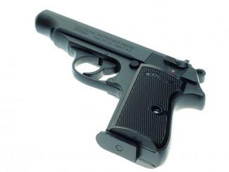 В Пензенской области матерый уголовник украл из магазина пистолет