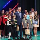 Иван Белозерцев наградил юных пензенских КВНщиков