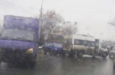 Жесткое ДТП возле пензенского автовокзала: легковушка влетела в маршрутку