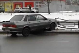Еще одно ДТП на 8 Марта в Пензе: «пятнашка» влетела в ограждение