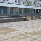 Зареченцы гордятся разбитой площадью и разрушающимися фасадами