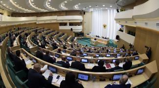 В первом чтении Госдума приняла проекты о наказании за неуважение к государству