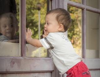 Ребенком, гуляющим по карнизу, заинтересовалась детский омбудсмен по Пензенской области