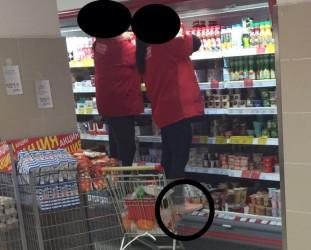 Ноги в холодильнике. Кузнецкие продавцы оригинальным способом ищут просрочку