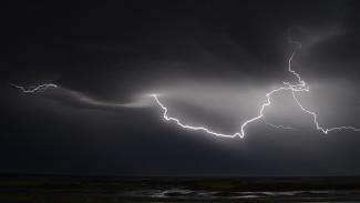 В Сочи молния ударила в самолет во время посадки