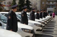 Пензенский губернатор вручил полицейским ключи от 10 новых автомобилей