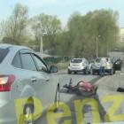 На улице Кольцова в Пензе велосипедистка упала прямо на дорогу