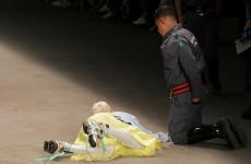 В Бразилии мужчина-модель умер после падения на подиуме