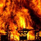 Серьезный пожар в Колышлее: из горящего дома эвакуировали 30 человек