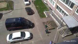 На улице Измайлова в Пензе из окна многоэтажки выпала женщина