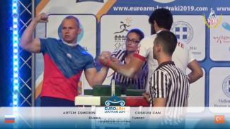 Пензенец показал достойный результат на Первенстве Европы по армрестлингу