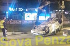 В Пензе на перекрестке улиц Ставского и Пушкина перевернулась иномарка
