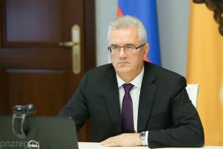 Иван Белозерцев дал один месяц на повышение зарплат в регионе
