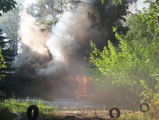 Серьезный пожар в Пензе: на улице Байдукова полыхает здание