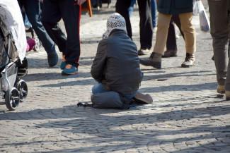 Семейный бизнес. В Пензе женщина вынуждала своих детей просить милостыню на улице
