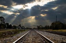 В Твери женщина с ребенком на руках упала под поезд