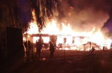 Полиция возбудила уголовное дело по факту поджога цыганского дома в Лопатках